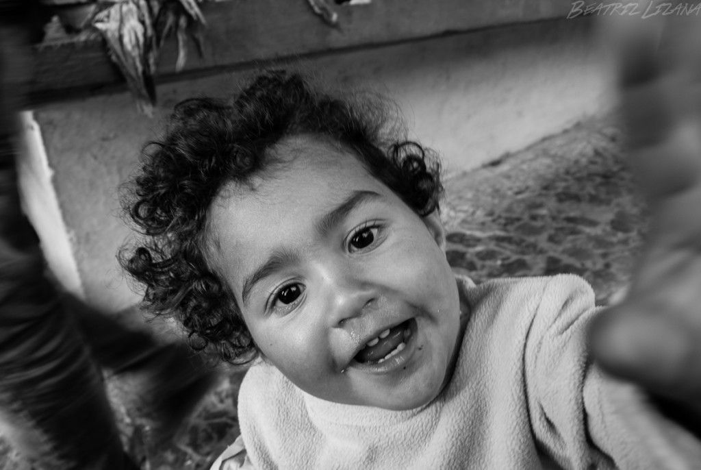Retrato de Dina, una niña de Chefchaouen. Sobre la importancia de tener una familia