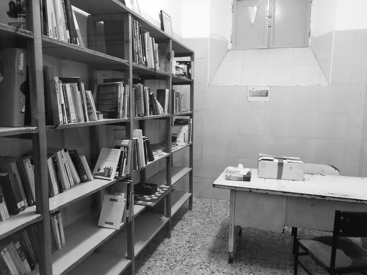 biblioteca de la cárcel de La Modelo